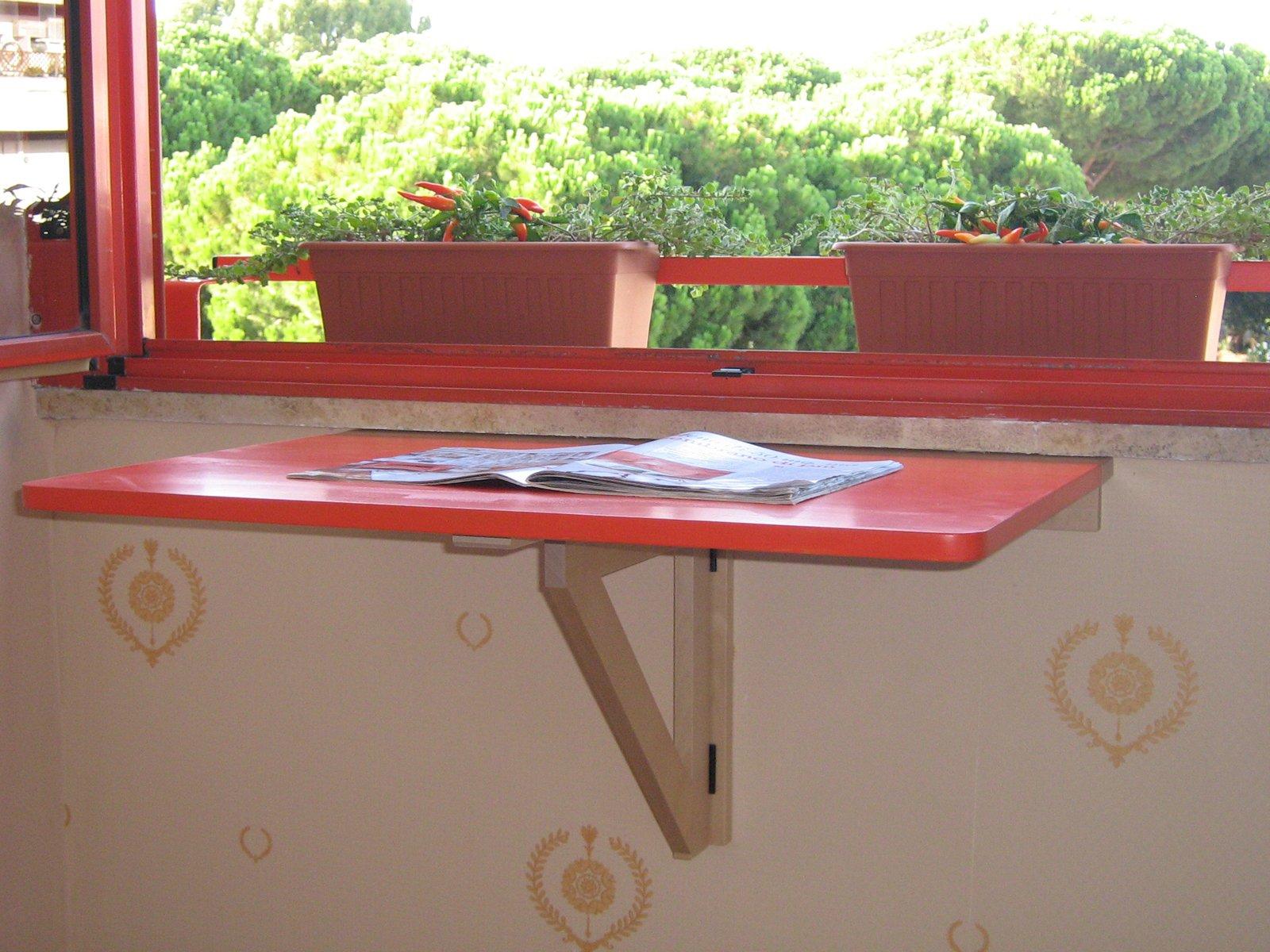 Tavolino a ribalta salvaspazio fioriera cose di casa - Tavolo a muro fai da te ...