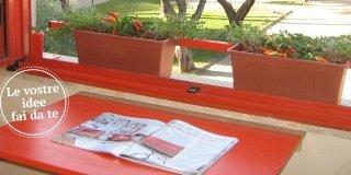 Tavolino a ribalta salvaspazio + fioriera