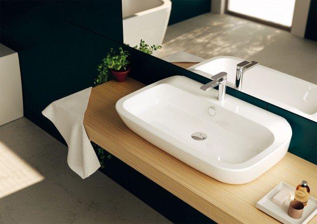 È d'appoggio il lavabo Nauha di Teuco in ceramica sanitaria bianca. Ha forme semplici e ben proporzionate. Misura L 60 x P 47 cm. Prezzo 351 euro. www.teuco.it