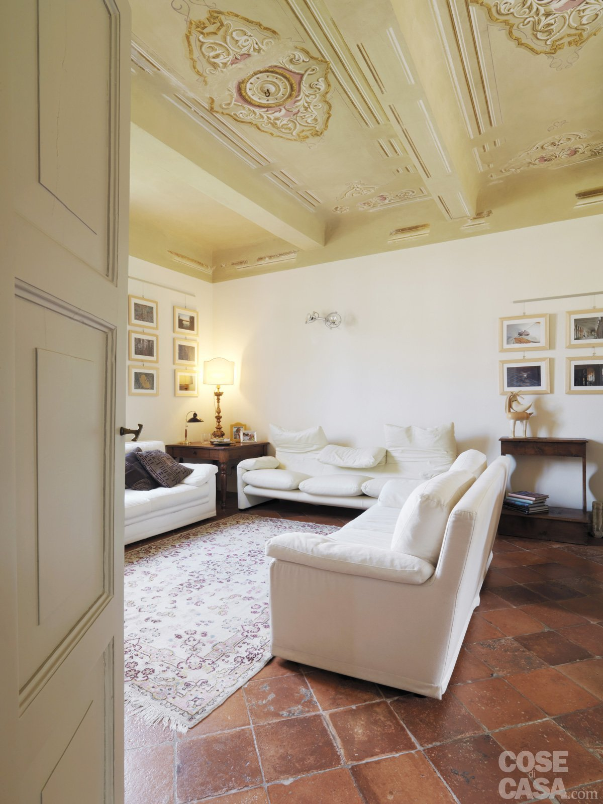 Casa classica con finiture e mobili d 39 epoca cose di casa - Mobili per case di campagna ...