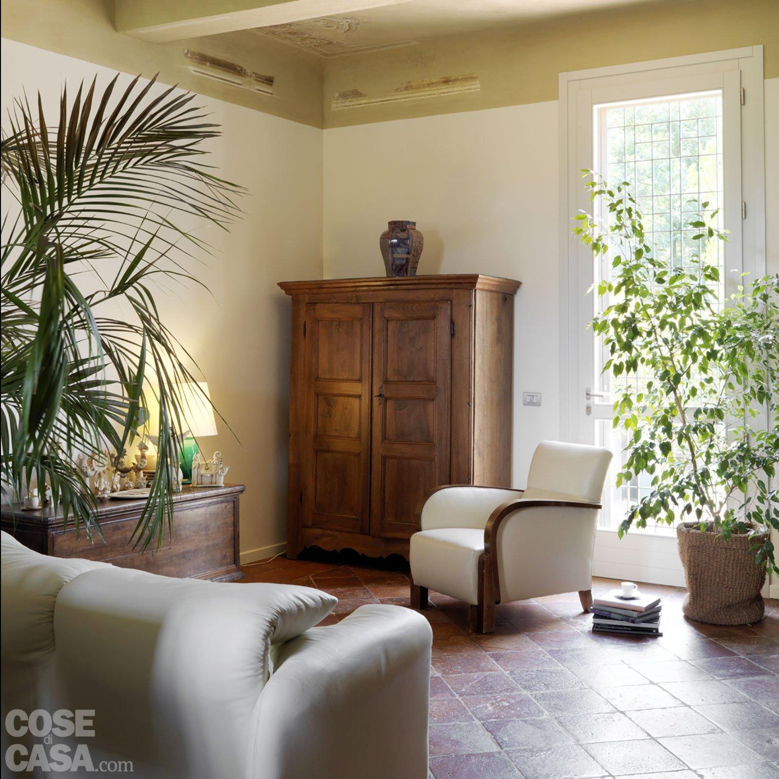Casa classica con finiture e mobili d 39 epoca cose di casa for Interni case classiche