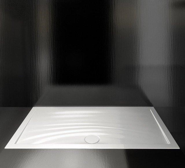 Il piatto in ceramica ha la superficie decorata che è anche antiscivolo; misura 120 x 80 cm. Prezzo in via di definizione. Impronta di Catalano ] www.catalano.it
