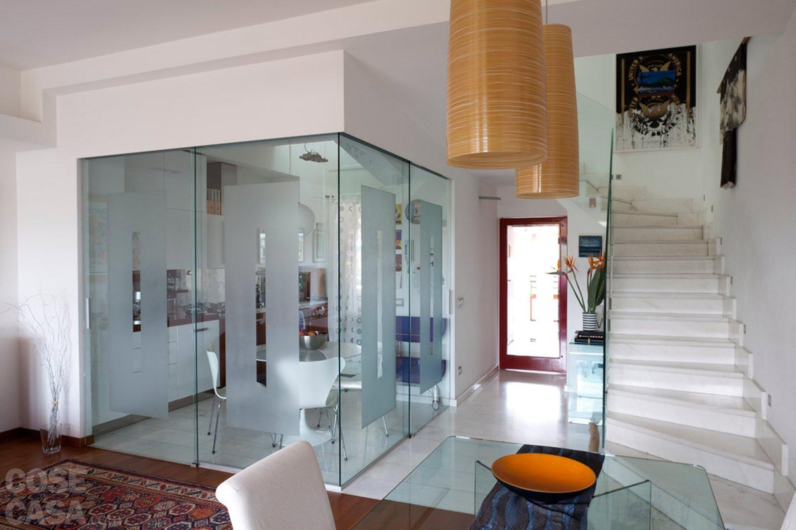 Una casa rinnovata nel look con luce moltiplicata cose di casa - Cucine con vetrate ...