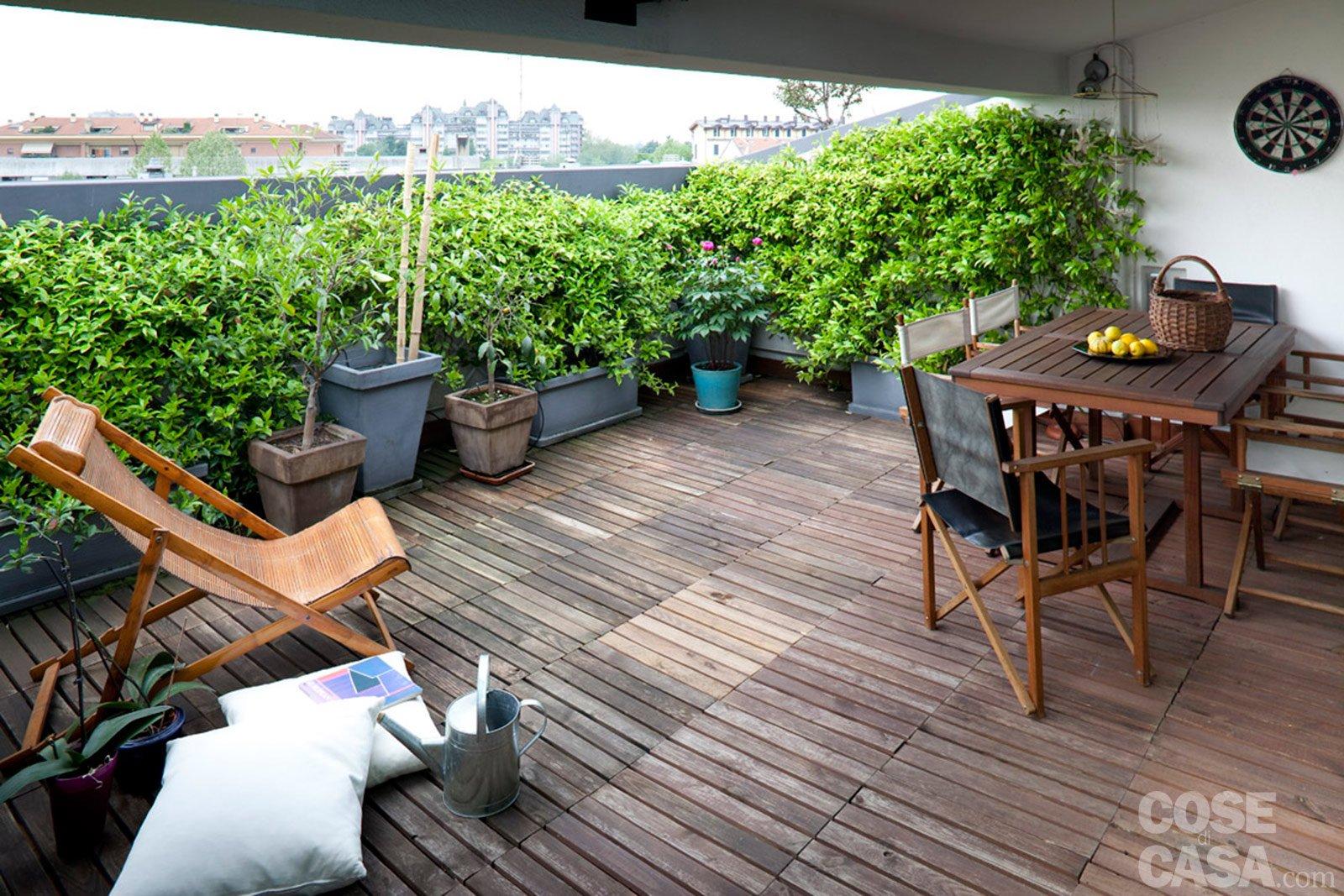 Una casa rinnovata nel look con luce moltiplicata cose - Mobile terrazzo legno ...