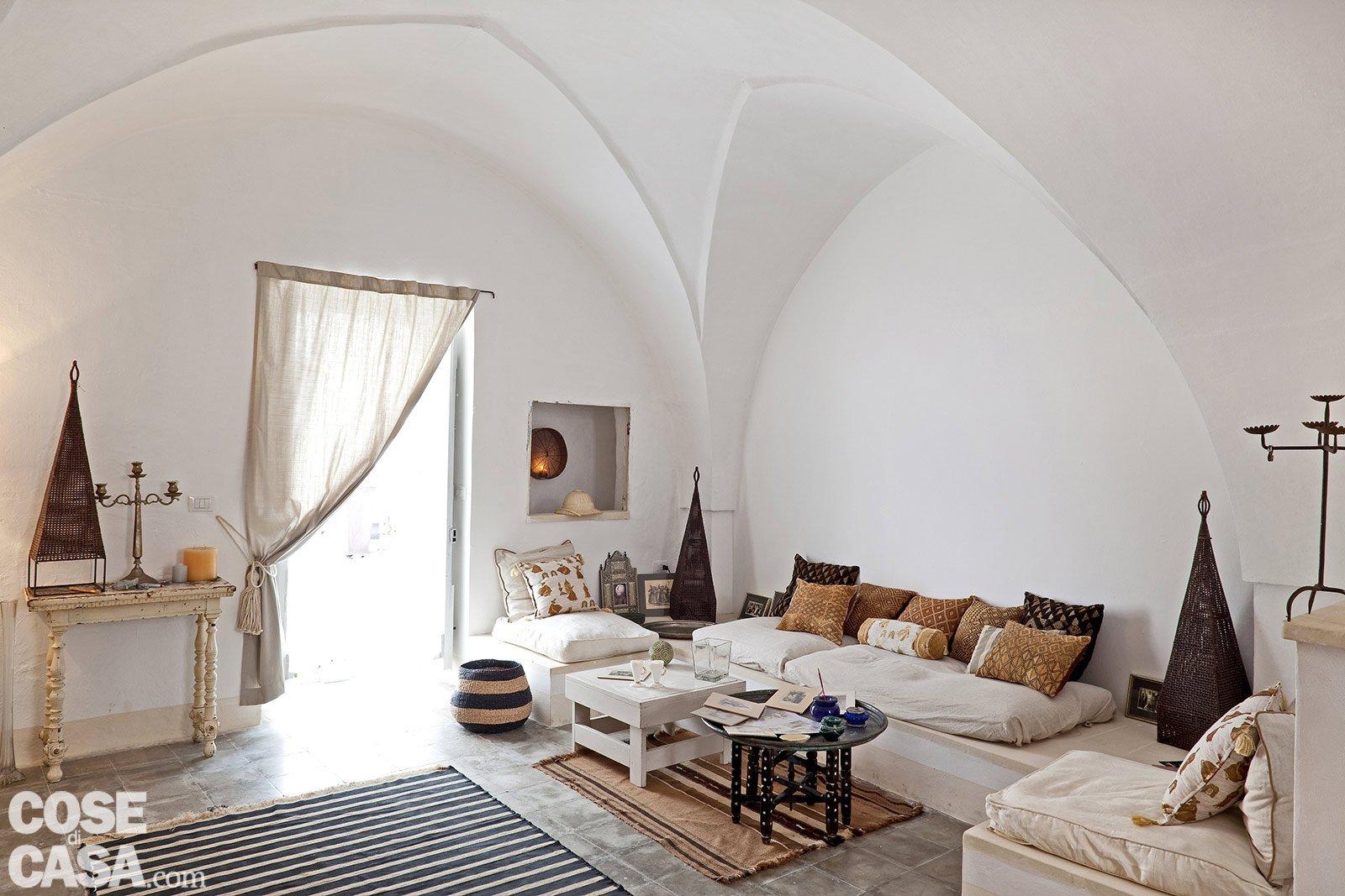 Una casa in pietra in stile mediterraneo cose di casa for Arredamento mediterraneo