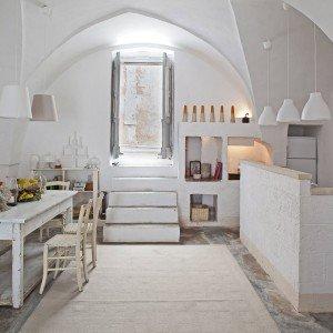 Una casa in pietra in stile mediterraneo cose di casa for Bagno in stile mediterraneo