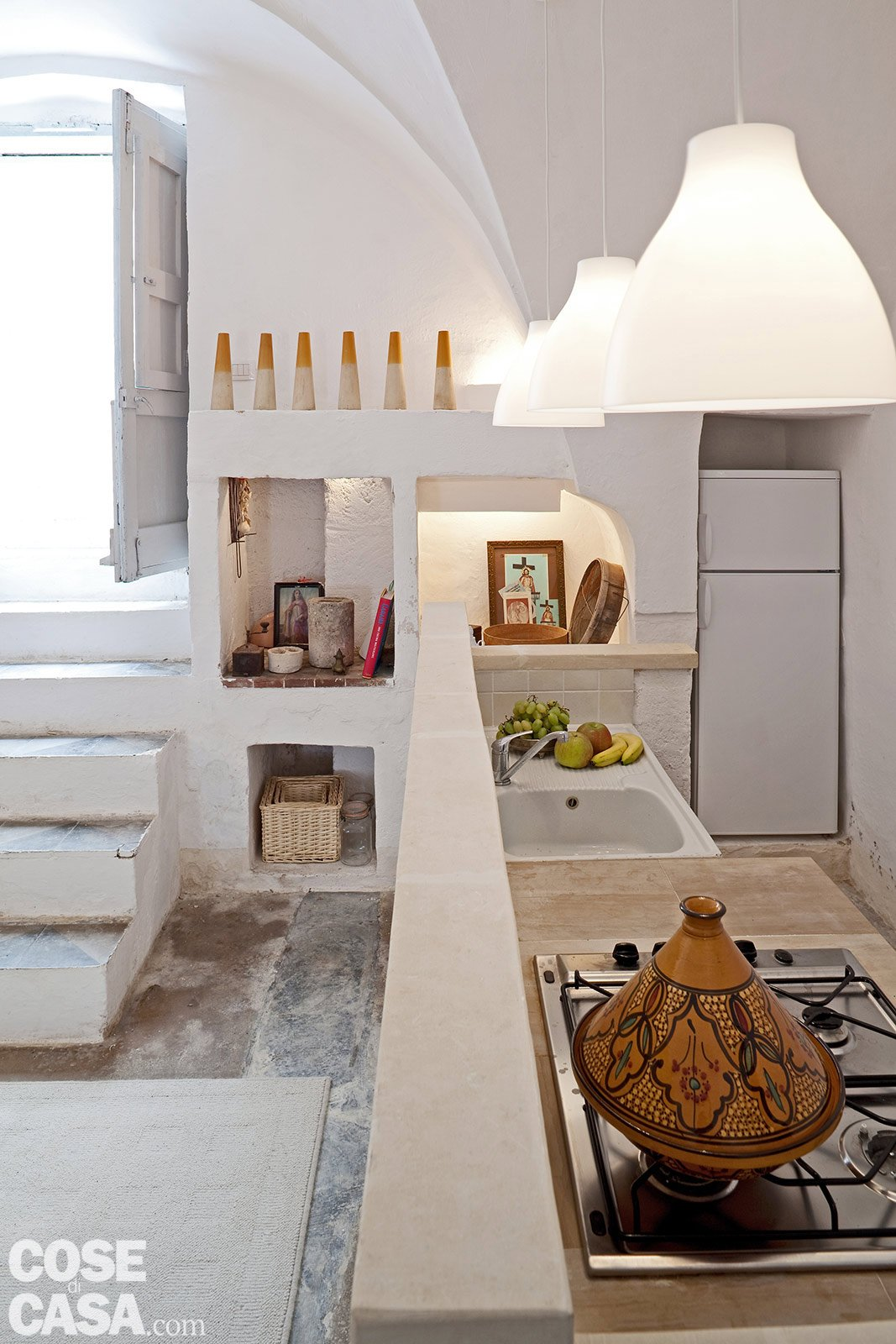 Una casa in pietra in stile mediterraneo cose di casa for Stili di porta d ingresso per case di ranch