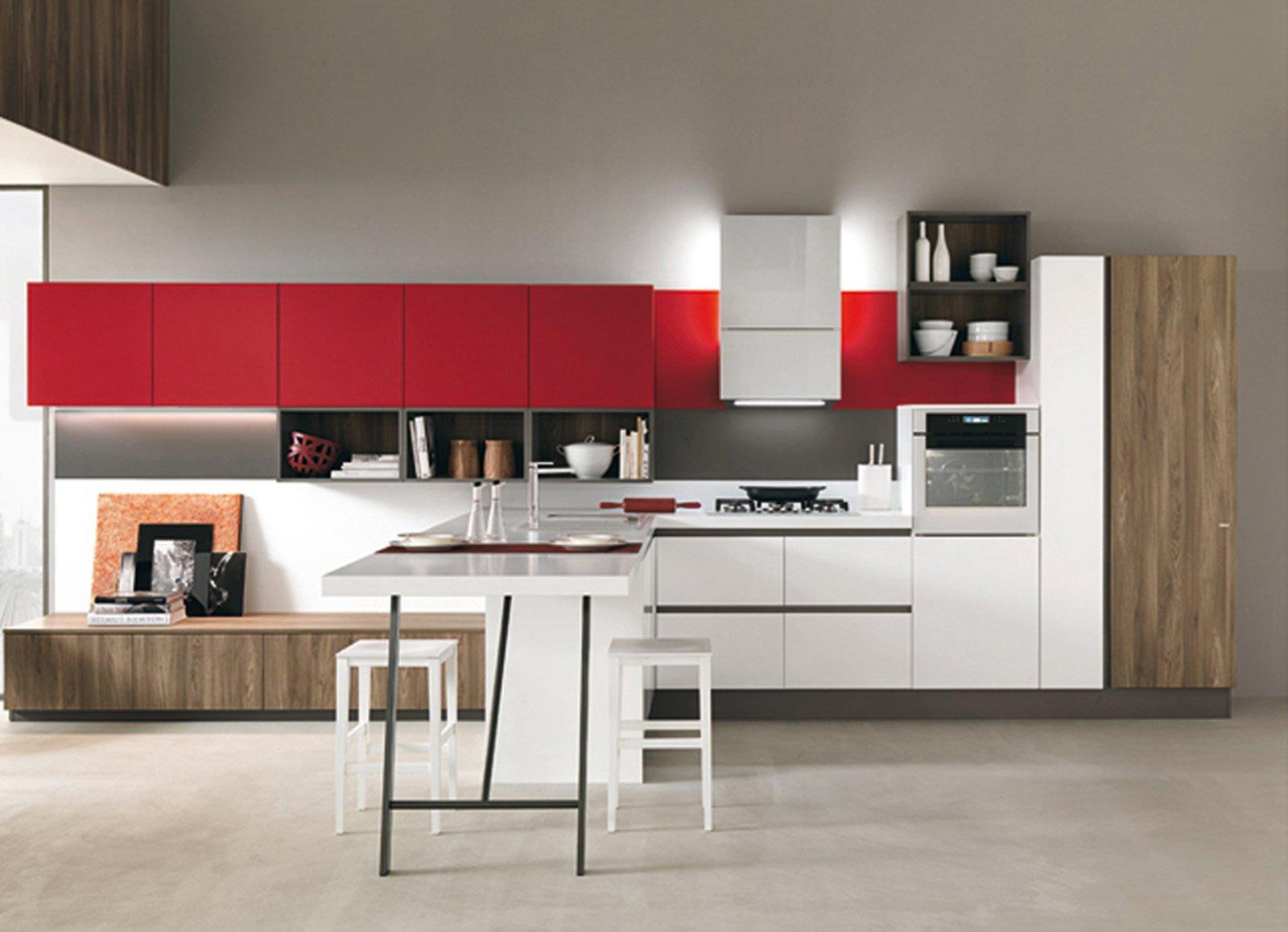 Cucina bianca e verde: cucina ante vetro verde e mdf bianco,piano ...