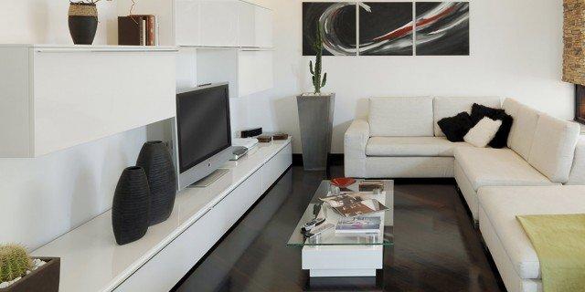 Una casa moderna su livelli sfalsati