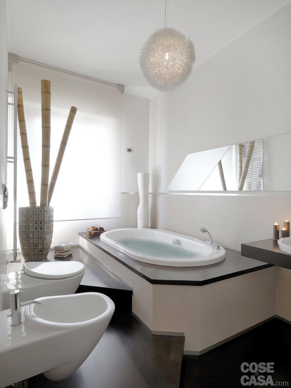 Una casa moderna su livelli sfalsati cose di casa - Bagno con vasca ...
