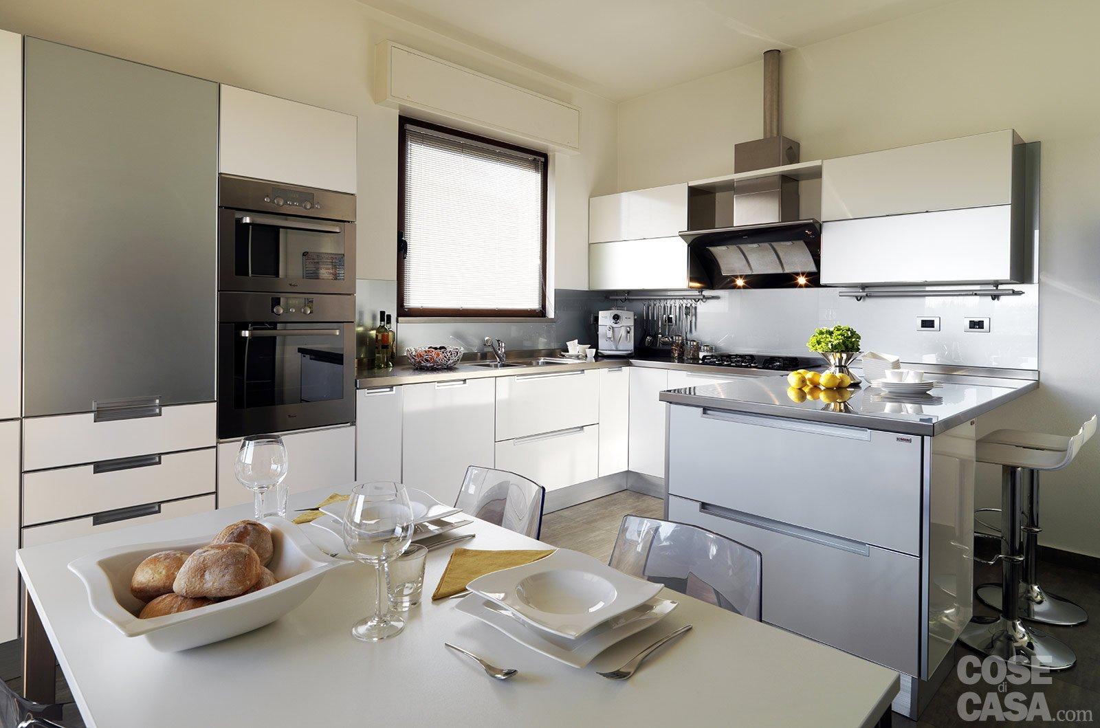 Contemporaneo soggiorno idee - Cucine moderne con finestra sul lavello ...