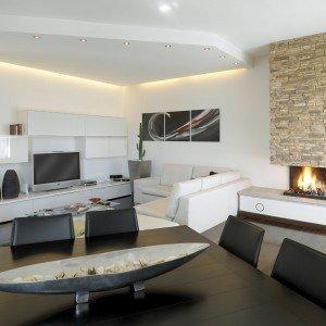 Una casa moderna su livelli sfalsati cose di casa for Piani di casa tropicale con cortili