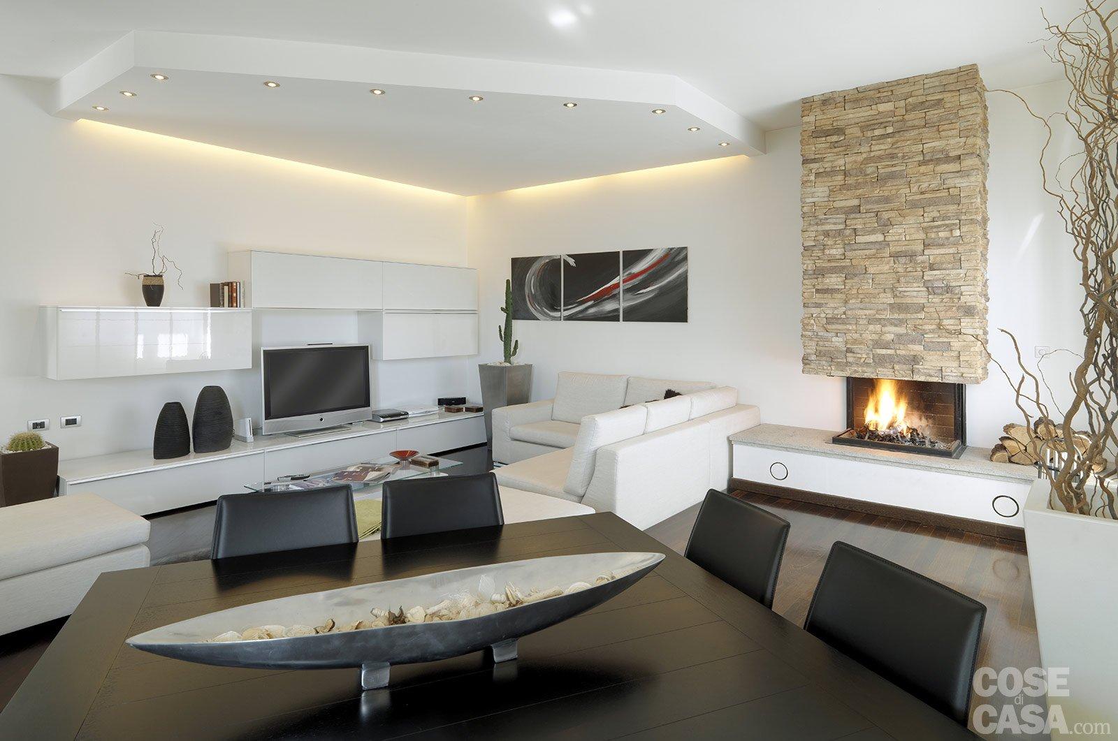 Una casa moderna su livelli sfalsati cose di casa for Pareti salone