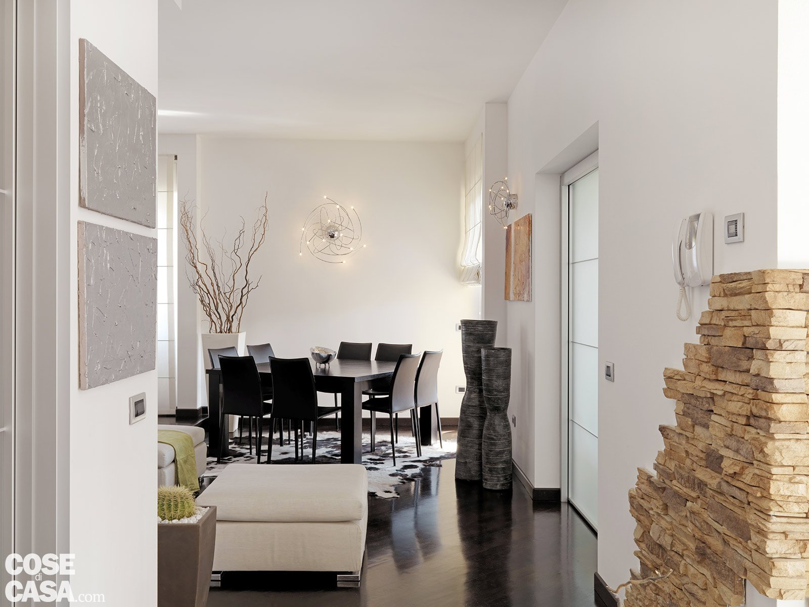 Una casa moderna su livelli sfalsati cose di casa for Casa in pietra moderna
