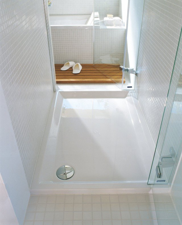 In acrilico sanitario, il piatto doccia da appoggio ha lo scarico di Ø 90 mm; nella misura 100 x 80 cm costa 508 euro Starck di Duravit ]  www.duravit.it