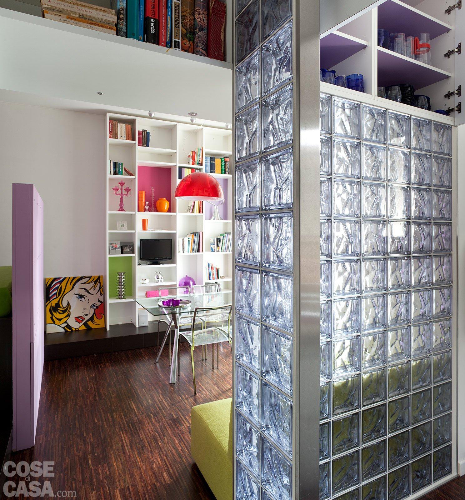 Una casa di 40 mq monolocale con cucina separata cose di casa - Libreria per cucina ...