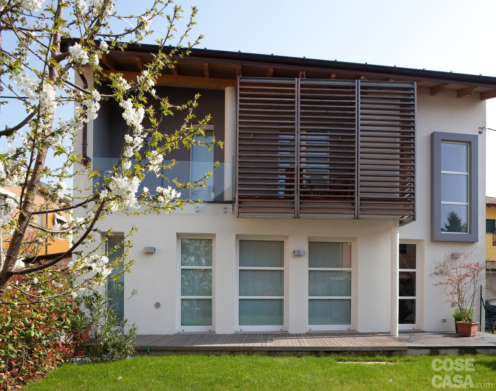 Una casa ristrutturata per il risparmio energetico cose di casa - Colori per esterno casa foto ...