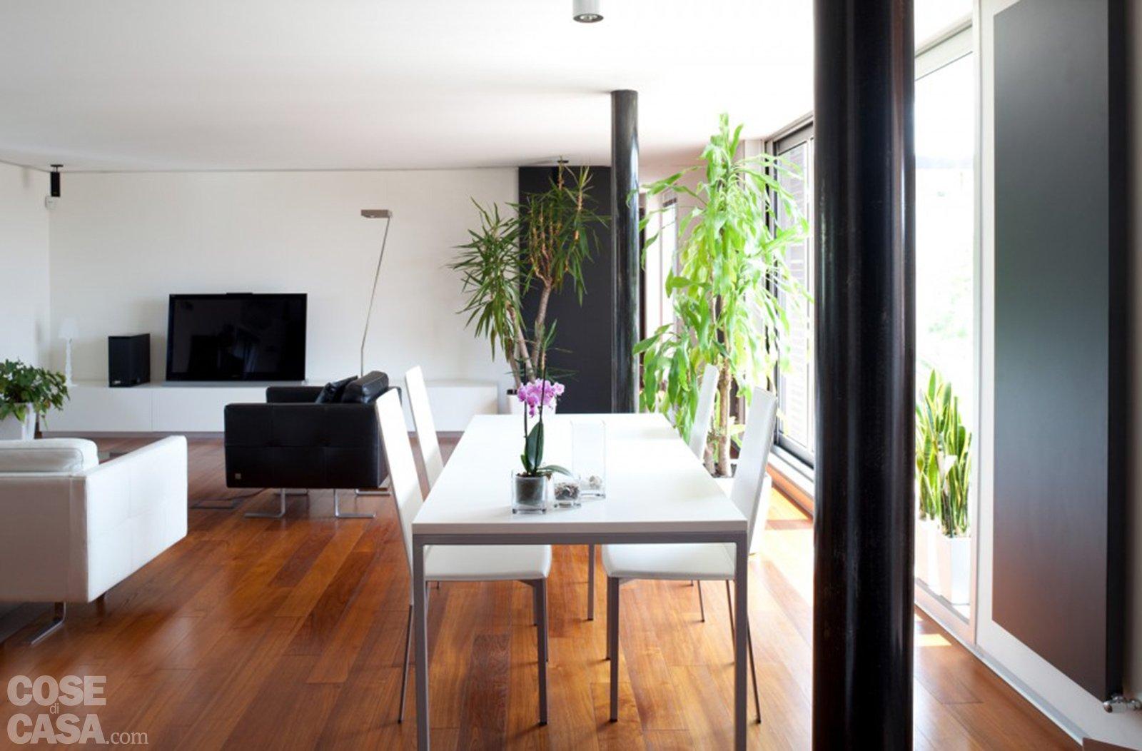 Casabook Immobiliare: 80 Mq: Una Casa Per Due Perfetta Per Fare  #975F34 1600 1052 Arredamento Soggiorno Con Cucina A Vista