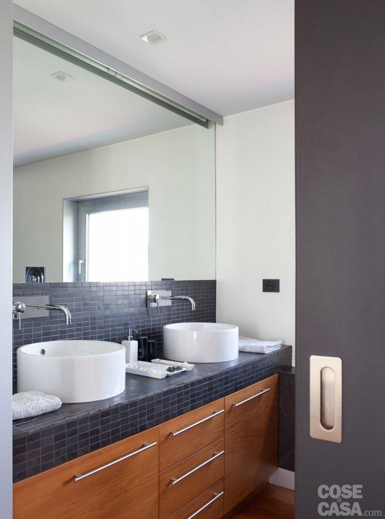 80 mq una casa per due perfetta per fare inviti cose - Lavandini bagno design ...