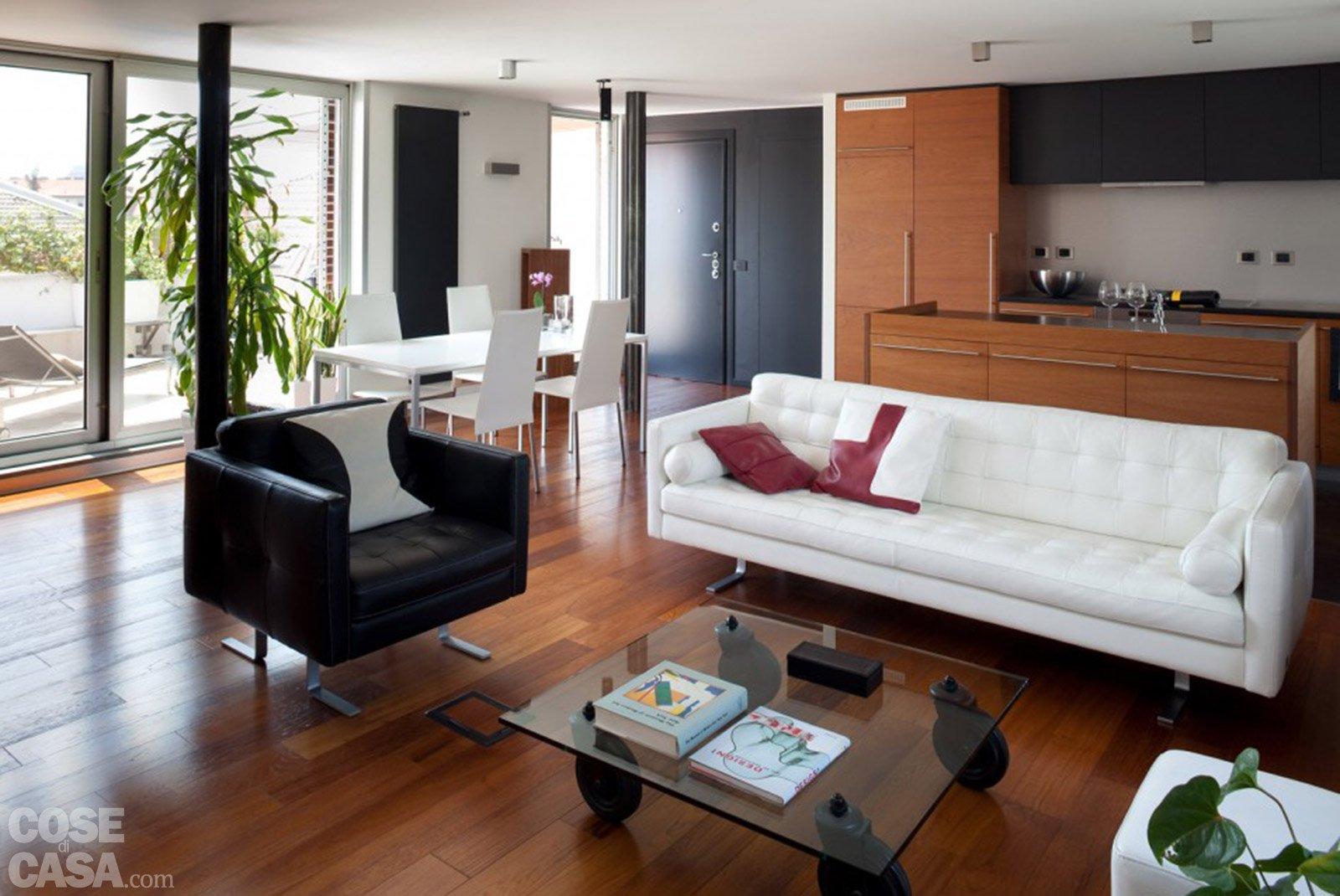 80 mq una casa per due perfetta per fare inviti cose for Soggiorno living