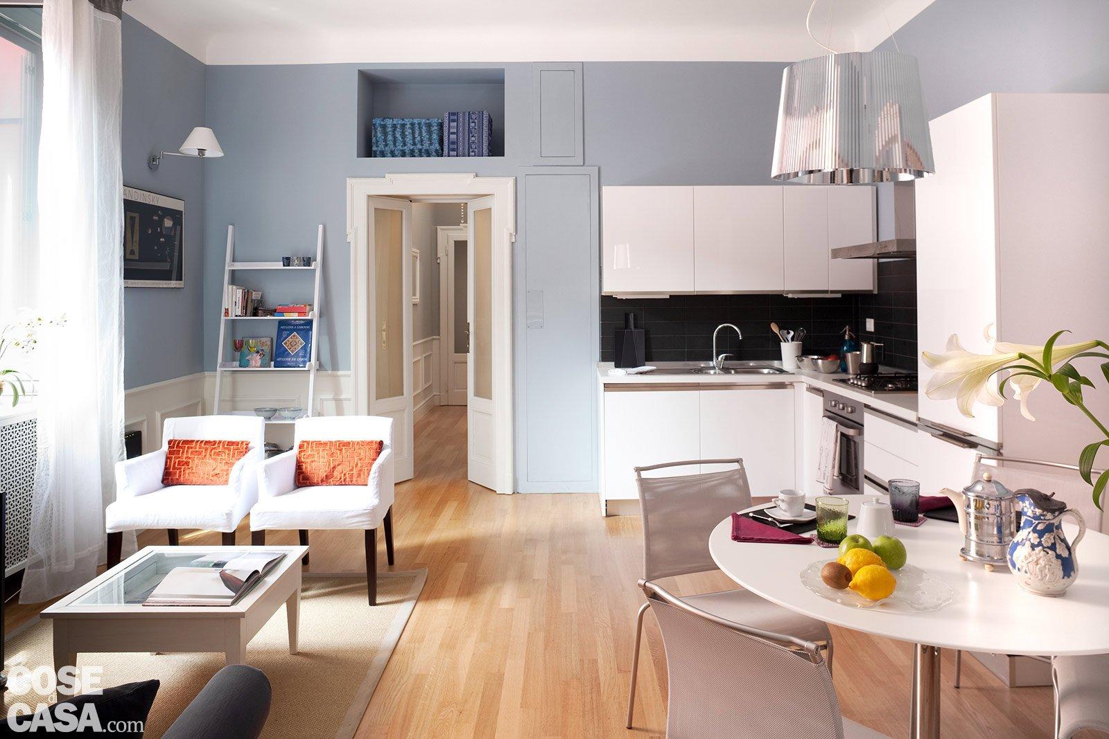 La casa per due un bilocale di classe cose di casa for Piccoli mobili per soggiorno