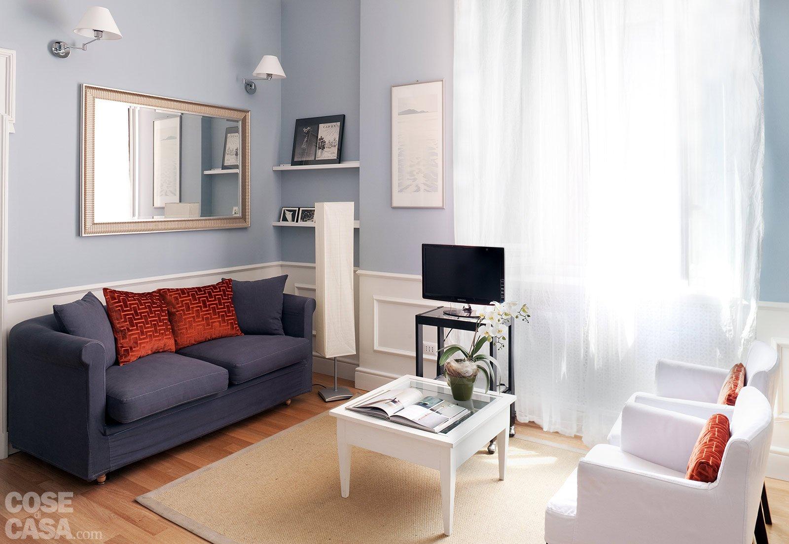 La casa per due un bilocale di classe cose di casa for Arredare una parete del soggiorno