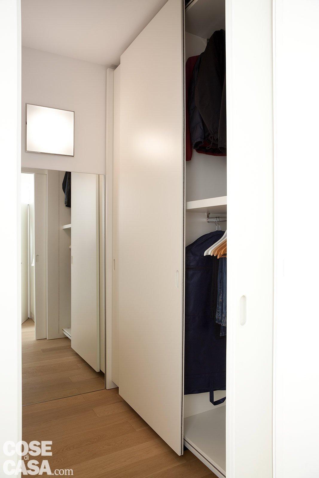 Una casa con soffitti che definiscono le funzioni cose - Armadi con ante scorrevoli ikea ...