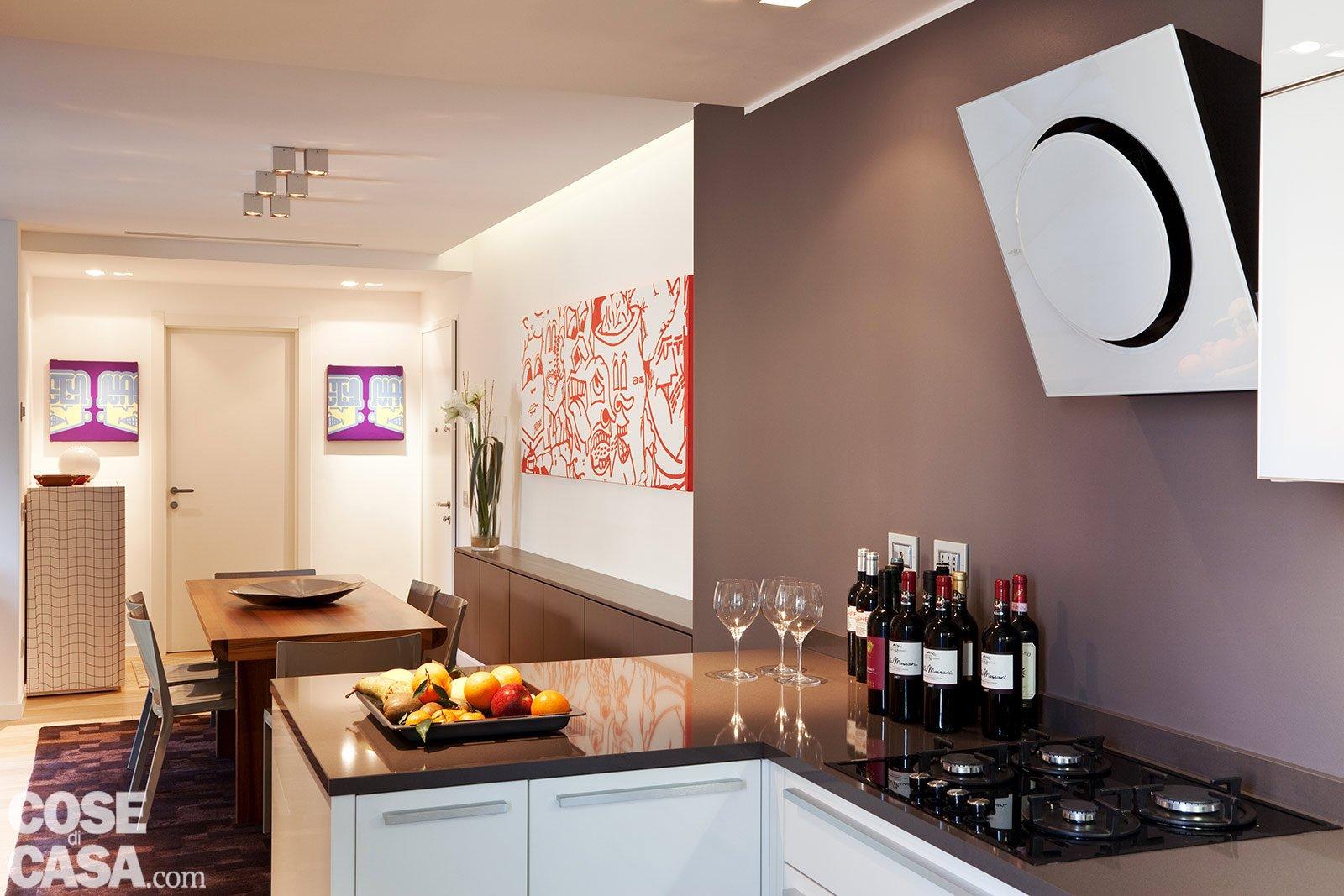 Una casa con soffitti che definiscono le funzioni cose - Illuminare una cucina buia ...