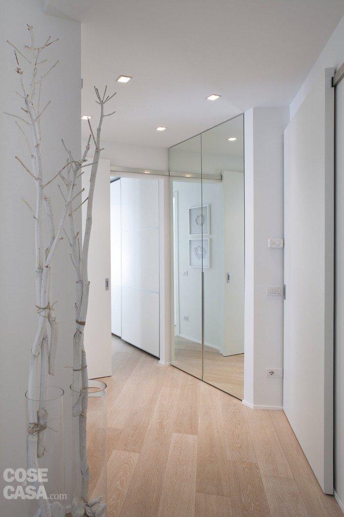 75 mq 10 idee per far sembrare pi grande la casa cose - Idee specchi per bagno ...