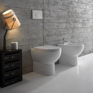 La collezione da bagno completa di Globo è composta da sanitari disponibili nella versione sospesa o a terra, entrambi nella misura 54x36 cm. La versione dei sanitari a terra prevede lo scarico MULTI concepito per essere adattato a impianti già esistenti. www.ceramicaglobo.com