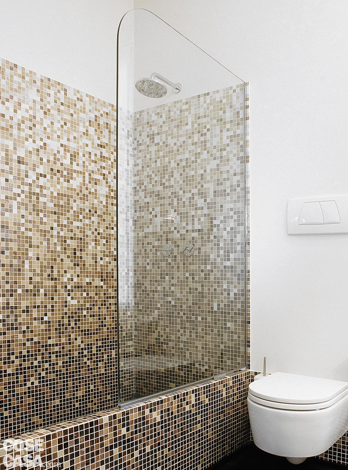 Mosaici bagni moderni trendy bagno moderno con doccia box doccia e mosaico mattonelle di vetro - Piastrelle bagno damascate ...