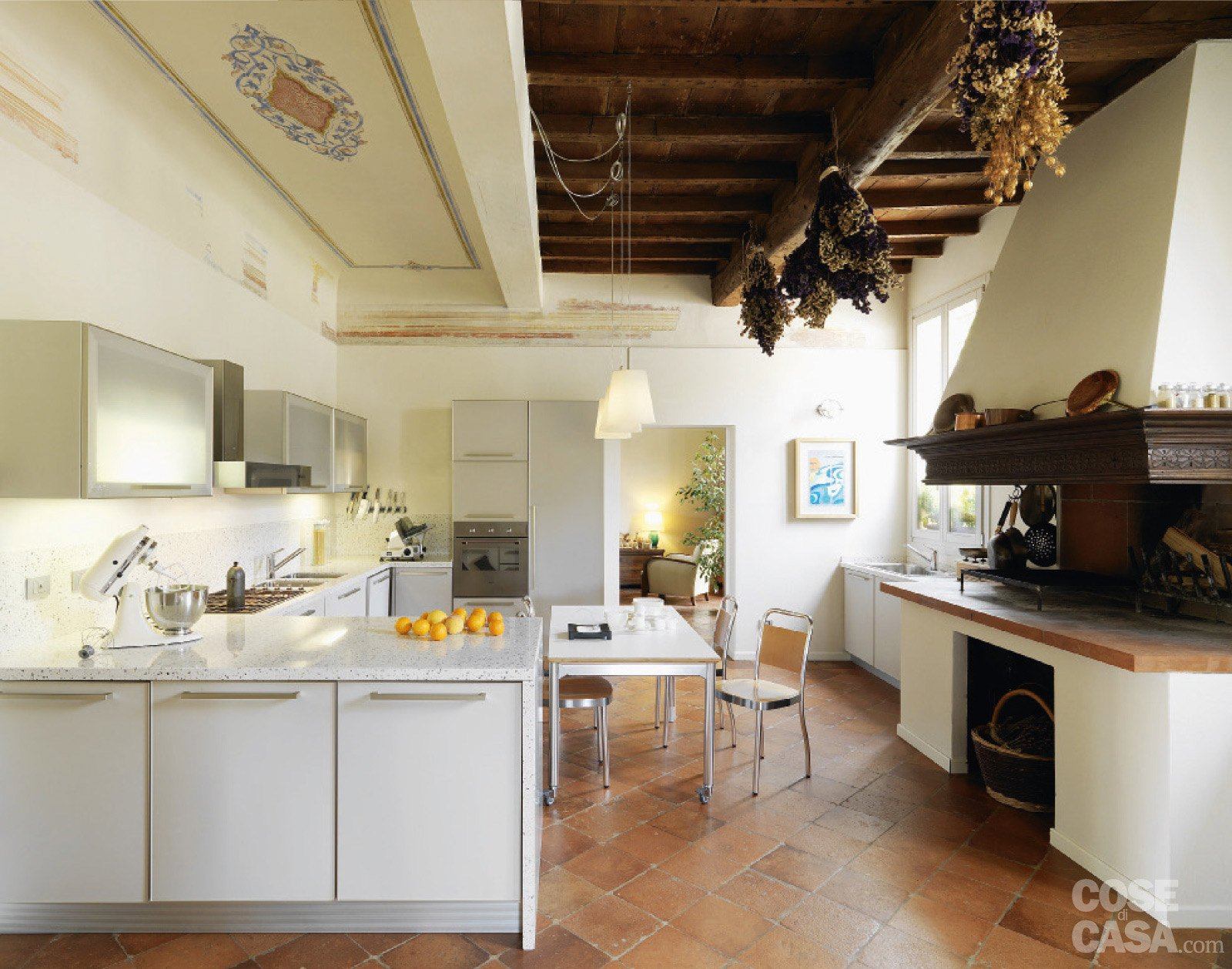 Casa Classica. Con Finiture E Mobili D'epoca Cose Di Casa #B78C14 1600 1259 Come Arredare Cucina Con Travi A Vista