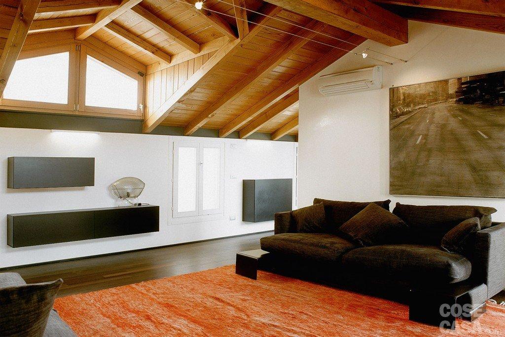 Illuminazione Sottotetto Legno: Illuminazione per travi in legno casa moderna roma italy costo.