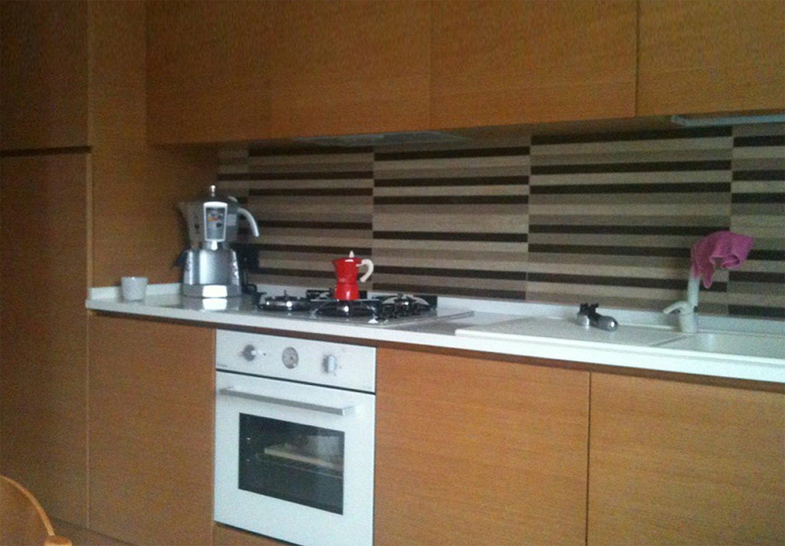 Relooking cucina nuovo colore per i mobili cose di casa - Soluzioni no piastrelle cucina ...