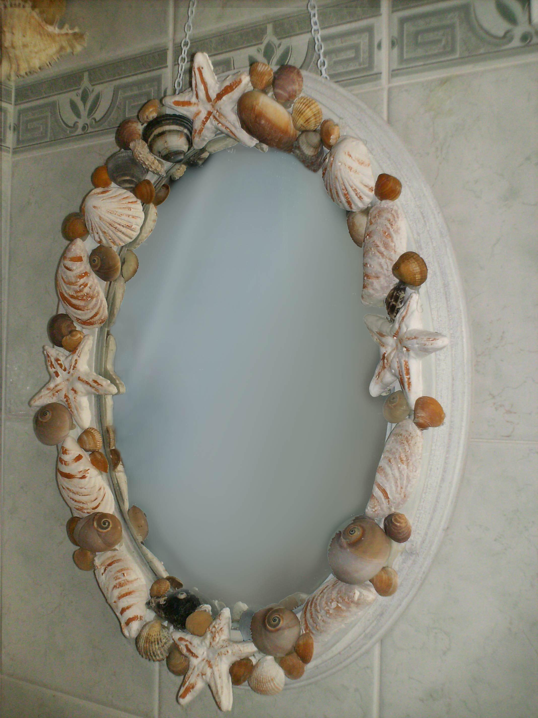 Specchio con le conchiglie per ricordare il mare cose di - Specchio con conchiglie ...