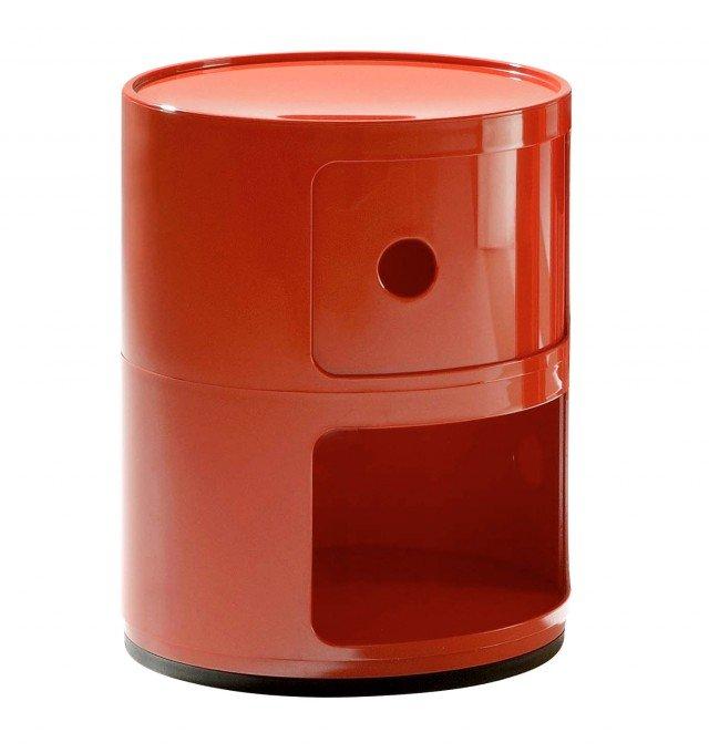 contenitore in abs è sovrapponibile a incastro ad altri moduli in modo da formare anche colonne; nella misura Ø 32 x H 40 cm costa 66 euro Componibili di Kartell ]  www.kartell.it