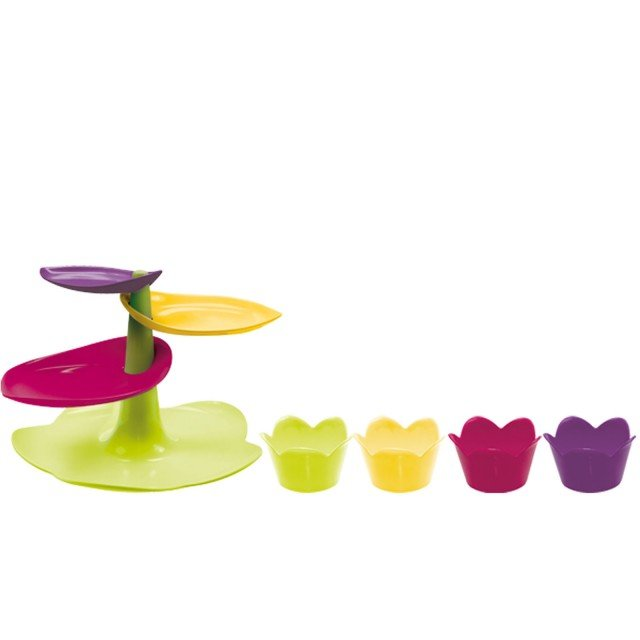 Sweet Cake Stand & Cups di Zack!designer, set in melanina colorata composto di alzata per cup cake o pasticcini e mini ciotole. Misura alzata  29 x H 19 cm, ciotole  8. Prezzo 47 euro. www.zak-designs.eu  www.mainocarlo.it