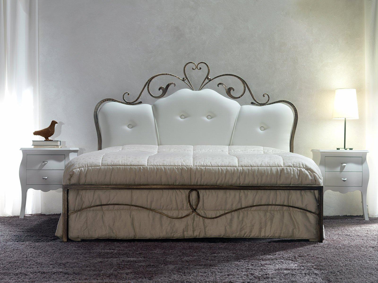 Letti imbottiti capitonn in versione classica cose di casa - Testate di letto imbottite ...
