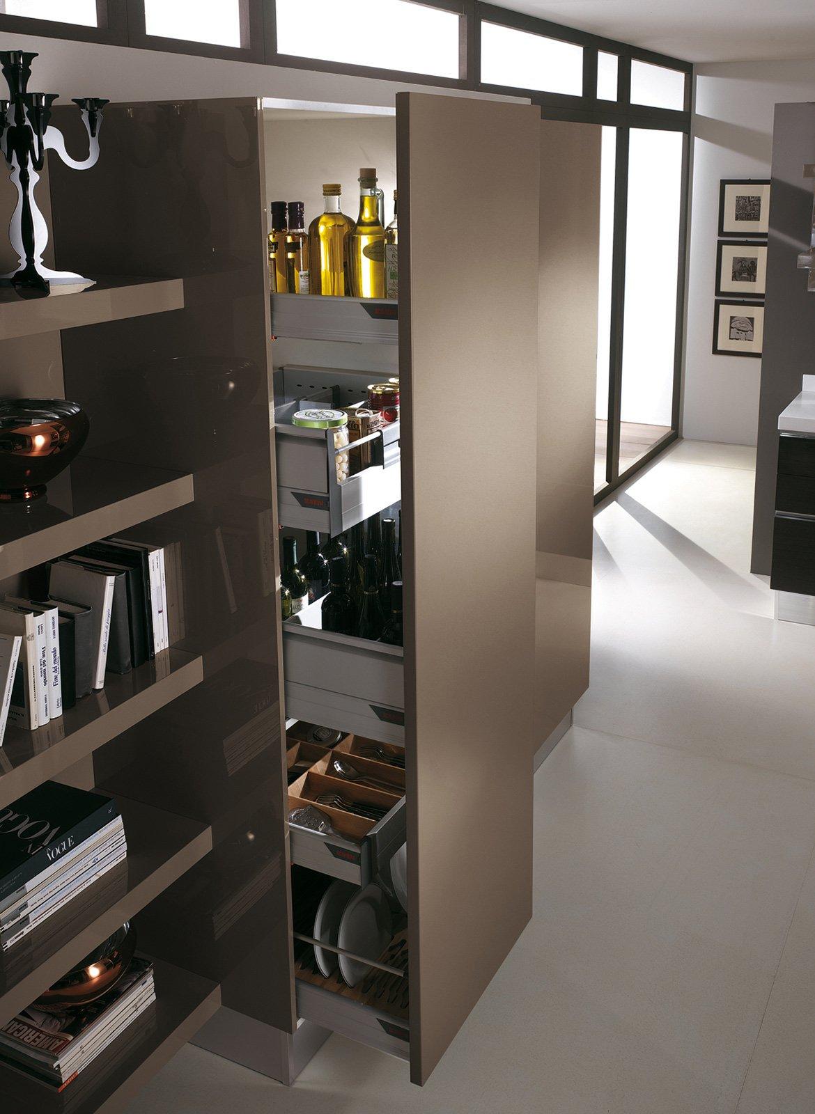 Dispense Angolari Per Cucine: Cucina ad angolo bianca moderna. Il ...