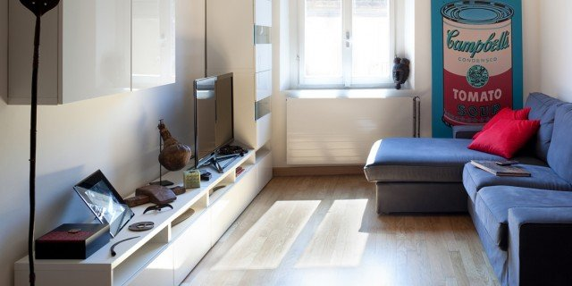 Una casa stretta e lunga che ottimizza lo spazio