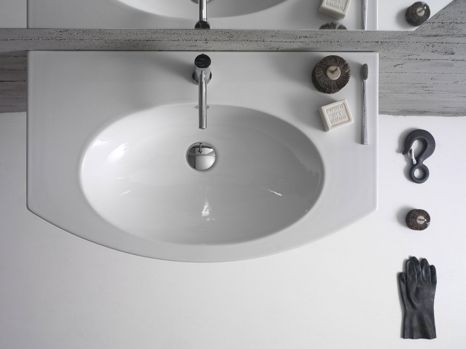 lavandino sospeso per bagno ha bordi