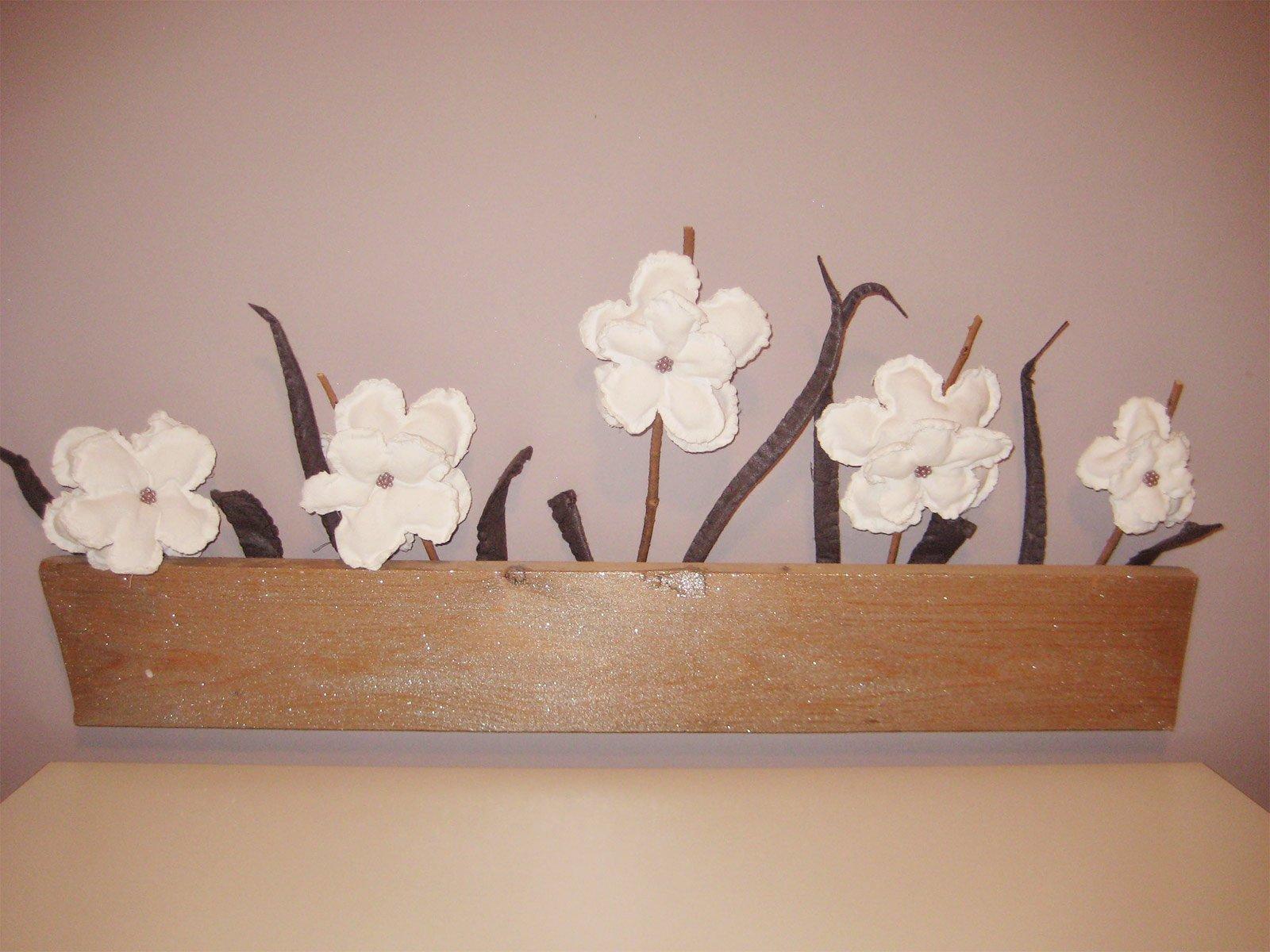 Decorare la parete con un vaso di fiori cose di casa - Decorare una parete di casa ...
