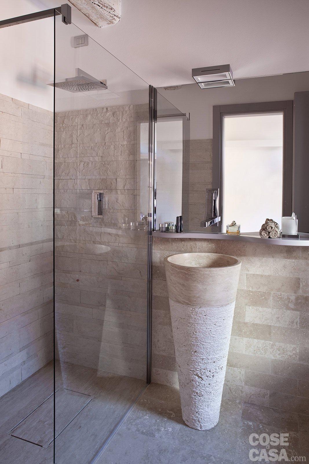 Una casa stretta e lunga che ottimizza lo spazio cose di casa - Soluzioni bagno piccolo ikea ...