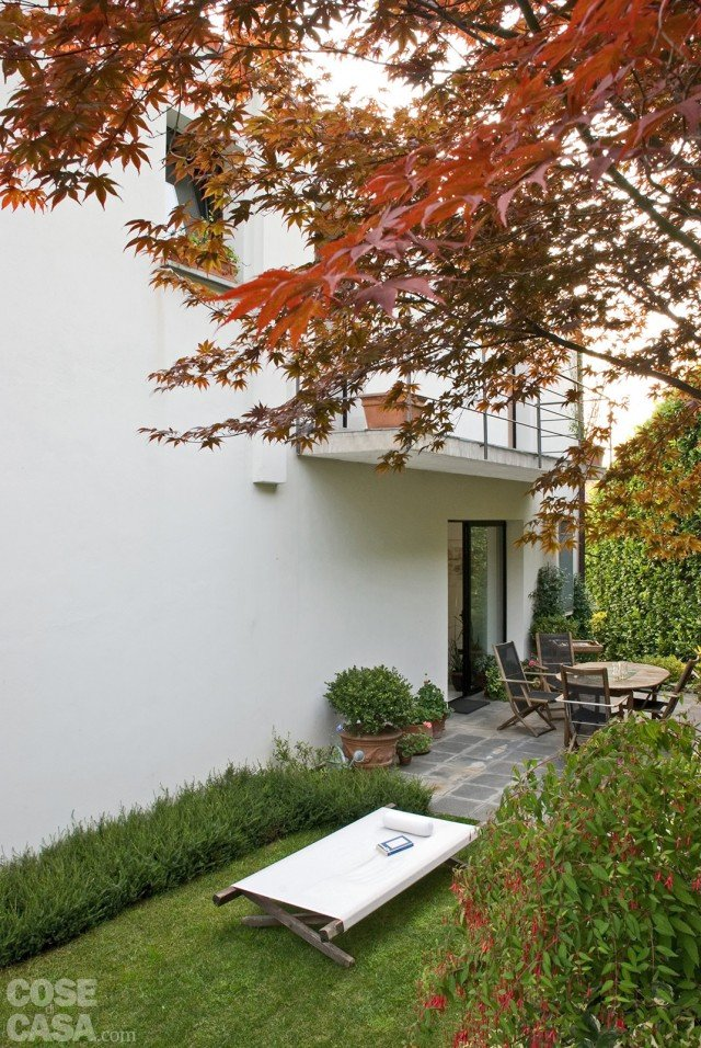 galliena-cornice-sul-giardino-esterno