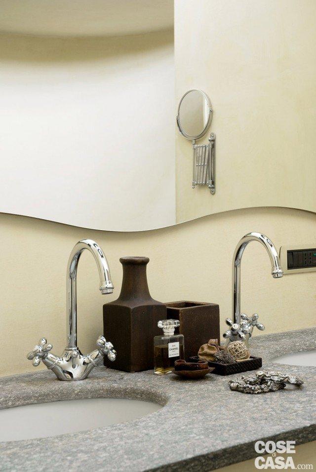 Una casa rimessa a nuovo conservando cose di casa for Rubinetti a parete bagno