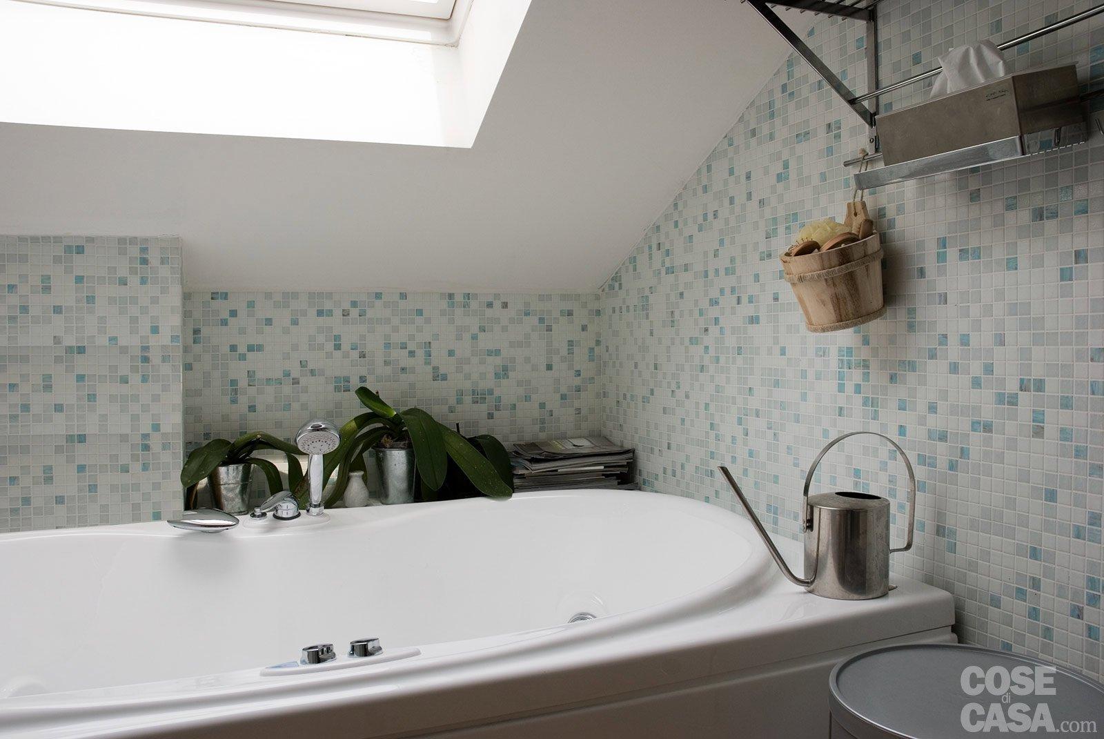 Casabook immobiliare sottotetto una casa con travi a vista for Rivestimento parete interna