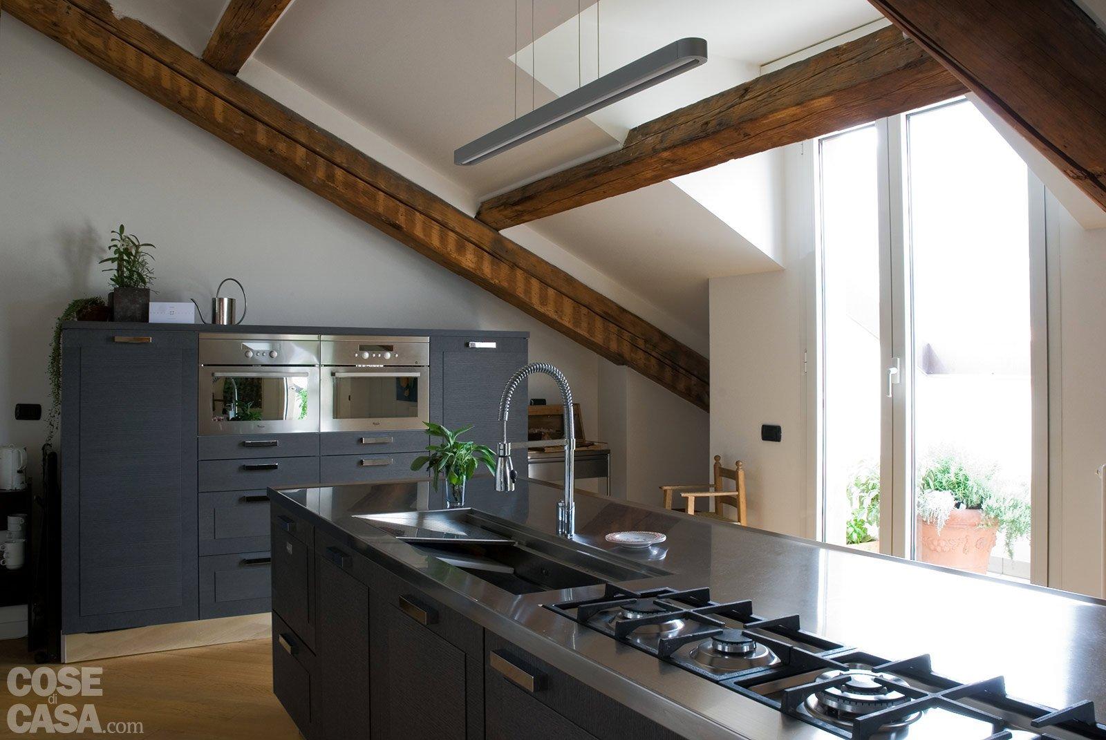 Sottotetto una casa con travi a vista cose di casa for Illuminazione travi a vista