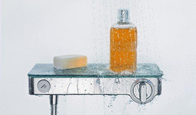 Il miscelatore termostatico esterno Shower Tablet Select300 di Hansgrohe regola l'erogazione e il flusso dell'acqua in un solo gesto grazie a tasti semplici e intuitivi come interruttori. Dotato di dispositivo di sicurezza, funge anche da zona d'appoggio. Prezzo su preventivo. www.hansgrohe.it