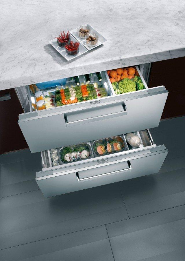 Il frigorifero a cassetti da 90 cm BDR 190 AAI/HA di Hotpoint-Ariston in classe d'efficienza A+, ha capacità totale di 190 litri. Il cassetto superiore ha temperatura regolabile da +5 a +7°C, quello inferiore da +2 a +4°C. E' dotato di contenitori asportabili. Prezzo da rivenditore. www.hotpoint-ariston.it