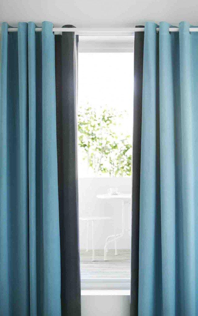 Sanela, doppio telo in 100% velluto di cotone. Tessuto spesso indicato per schermare un ambiente troppo luminoso. Disponibile anche in altri colori, misura L 140x H 300 cm e costa 69,90. Di Ikea. www.ikea.it